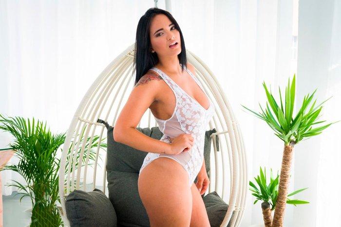 Claudia Bavel Posado Sexy Lencería Blanca