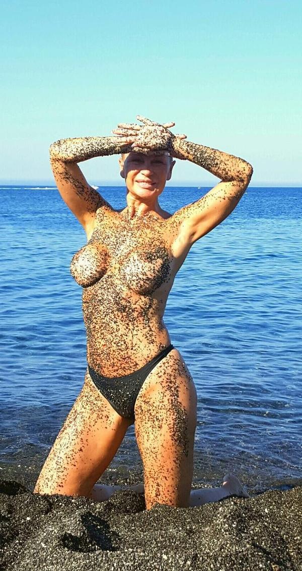 Marlene Mourreau Topless playero
