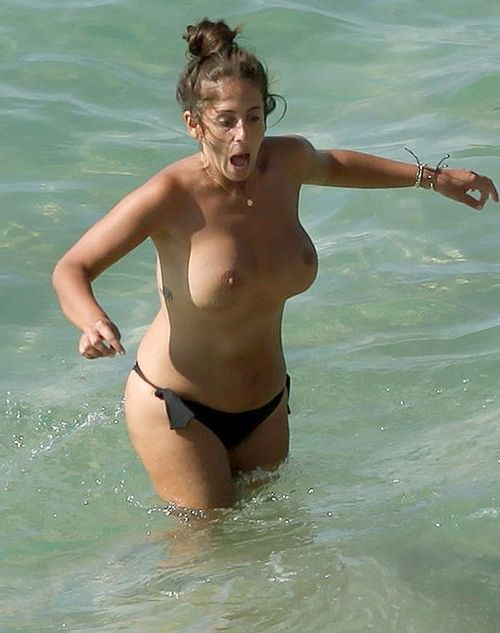 Tetas al aire Anabel Pantoja playa