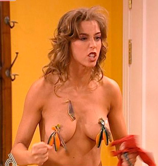 Erika Sanz desnuda topless serie