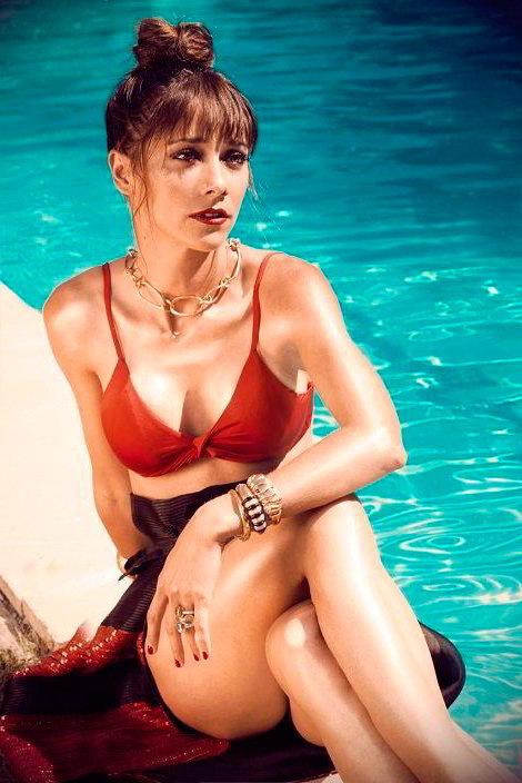 Mariam Hernandez tetas piscina