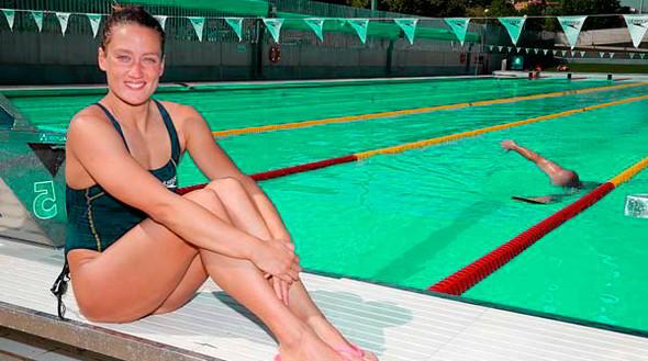 Nadadora Mireia Belmonte posando