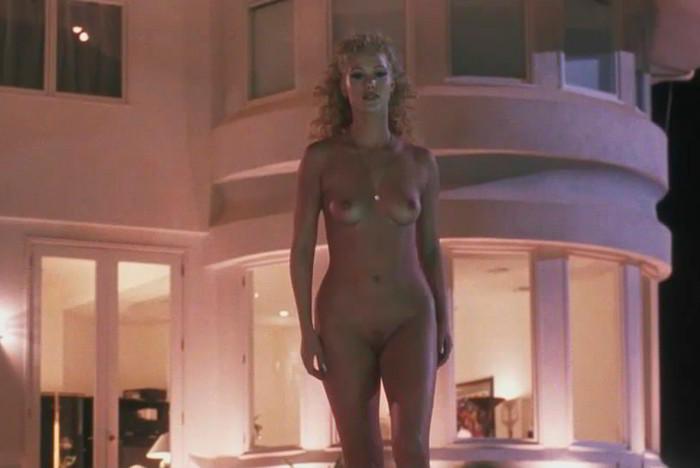Elizabeth Berkley desnuda
