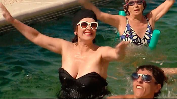 Isabel Ordaz bañador piscina