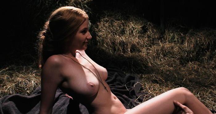 Miriam Giovanelli desnuda