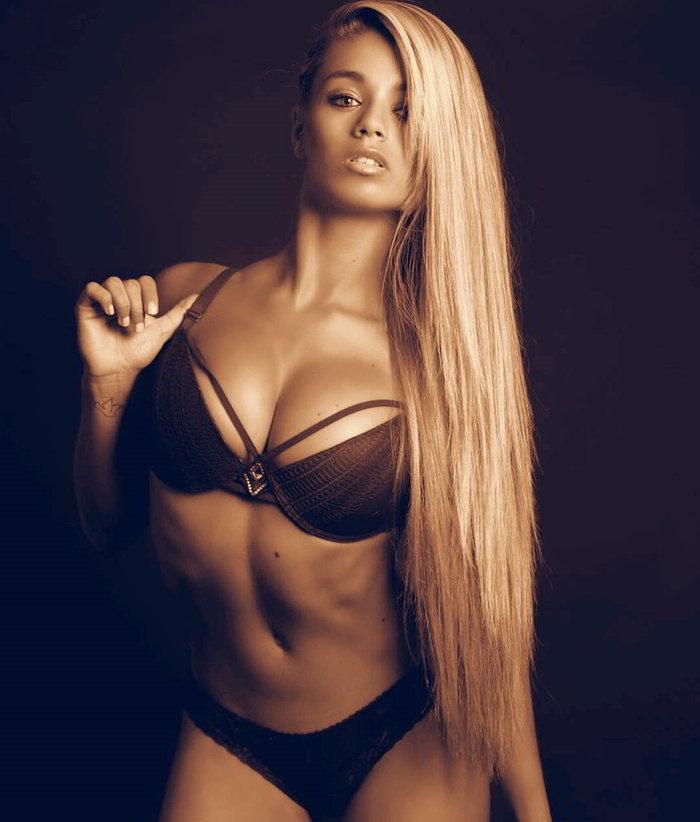 Coral González desnuda