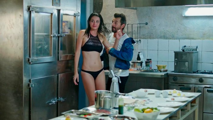 Dafne Fernández actriz española series telecinco Santi Millán