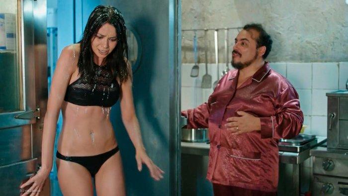 Dafne Fernández bikini pequeño hot