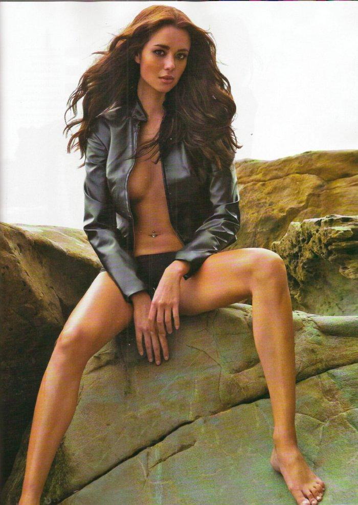 Dafne Fernández desnuda revista MAN 4