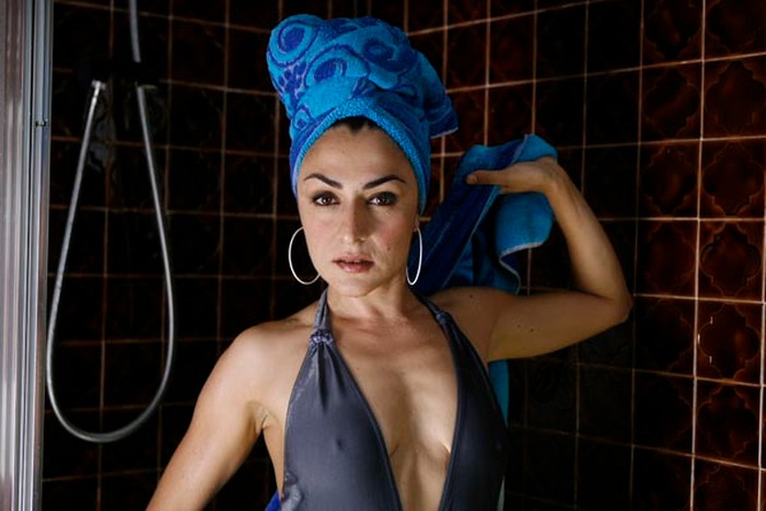 Candela Peña empitonada bañador sexy