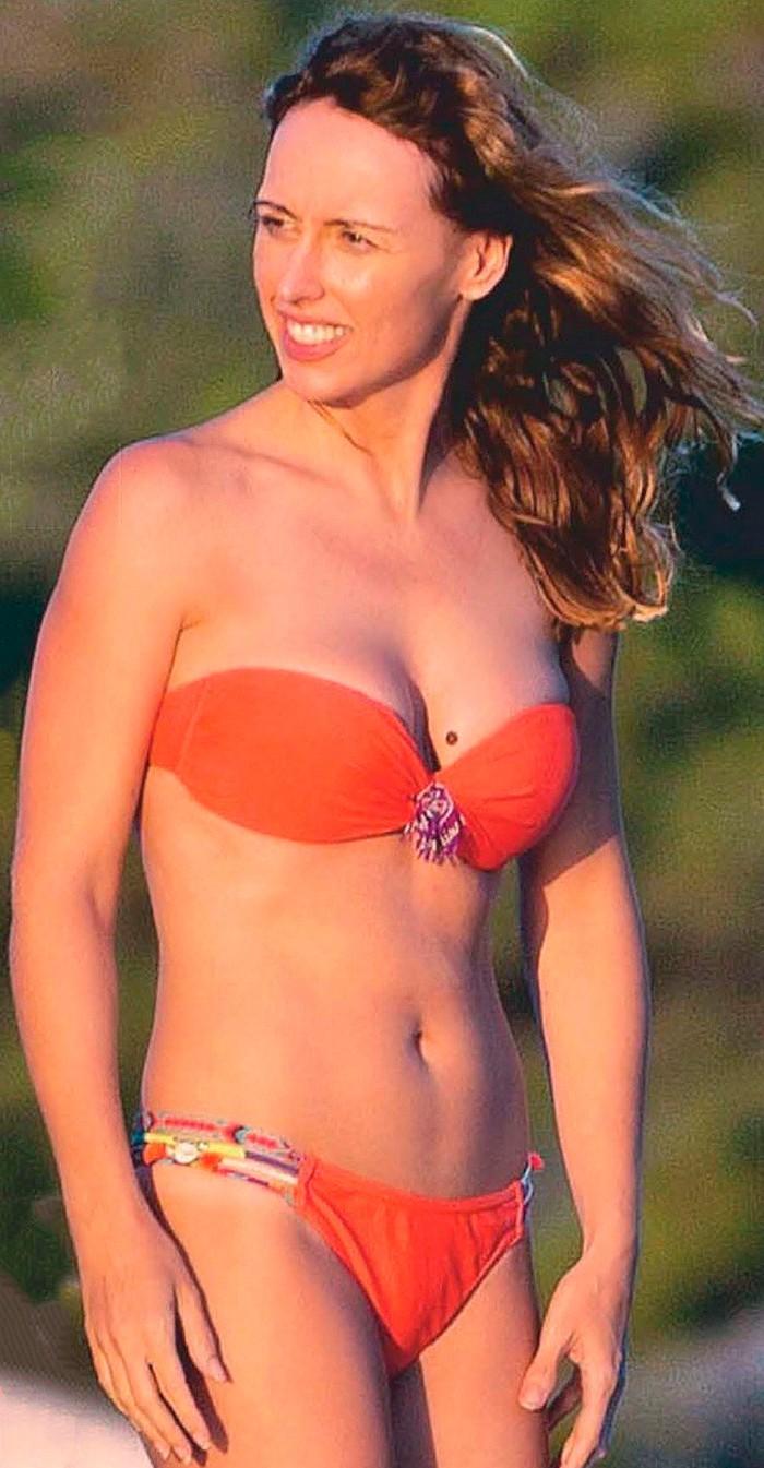 Emma García cuerpo bikini playa