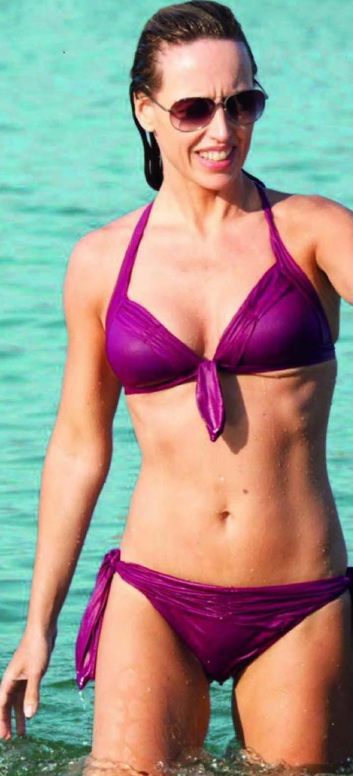 Emma García sexy bañador