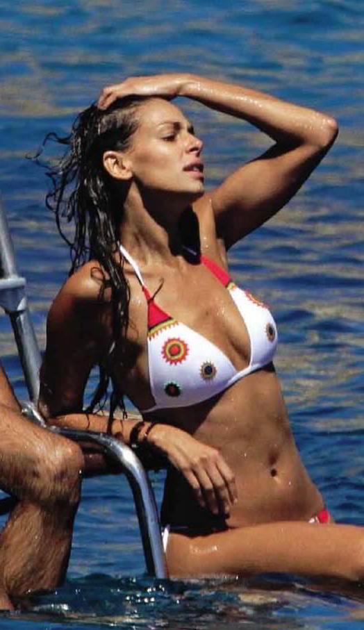 Carmen electra desnuda conoce a los espartanos