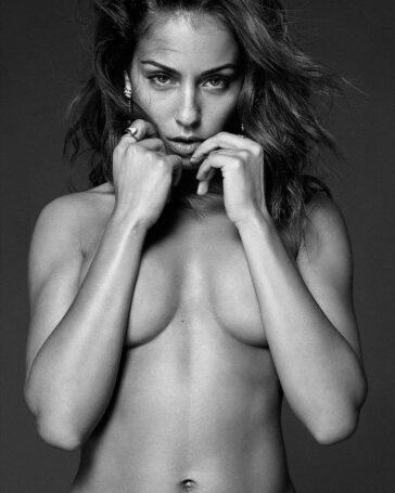 Hiba Abouk en topless