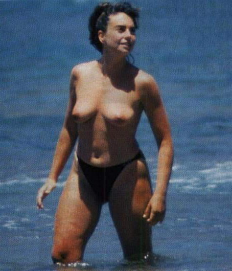 Lola Baldrich pillada playa