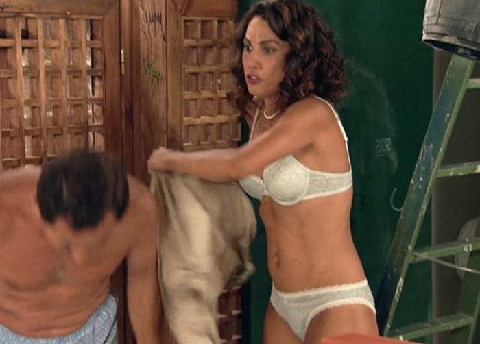 Toni Acosta lencería