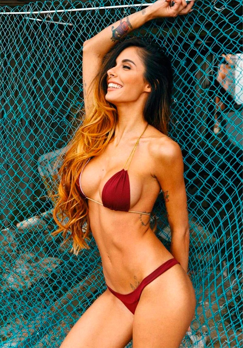 Lara Ruíz Bikini Sexy Presentadora Reality Cara Perro 5