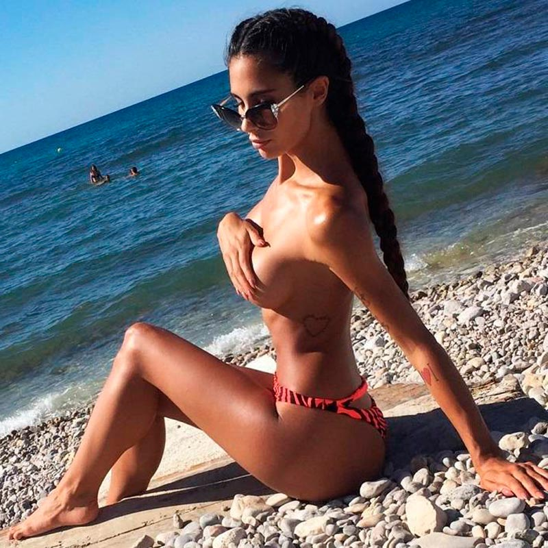 Lara Ruíz Topless Pechos Fotos Eróticas 2