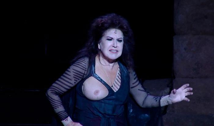 Loles León Pechos Actuación Teatral