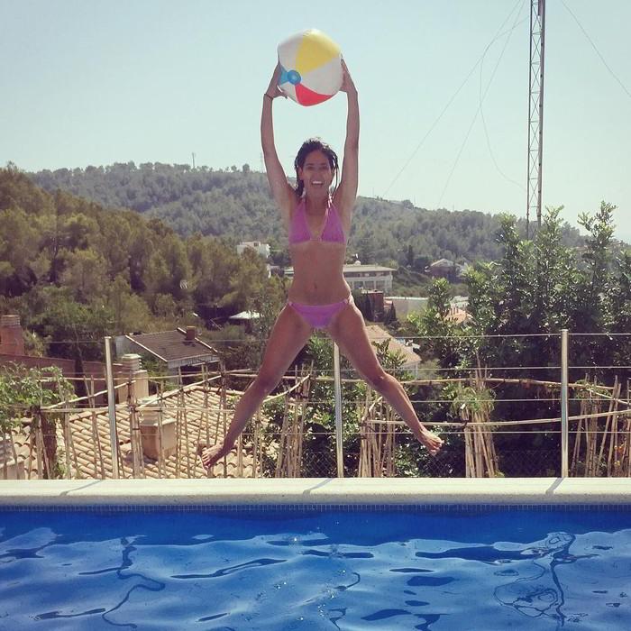 Núria Marín desnuda piscina