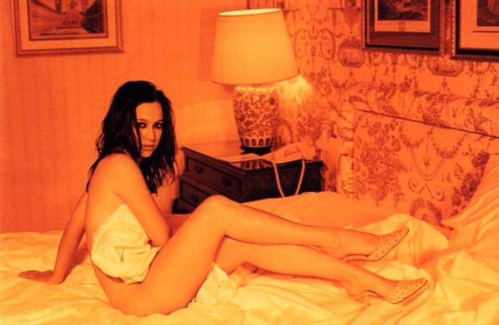 Natalia Verbeke desnuda en cama