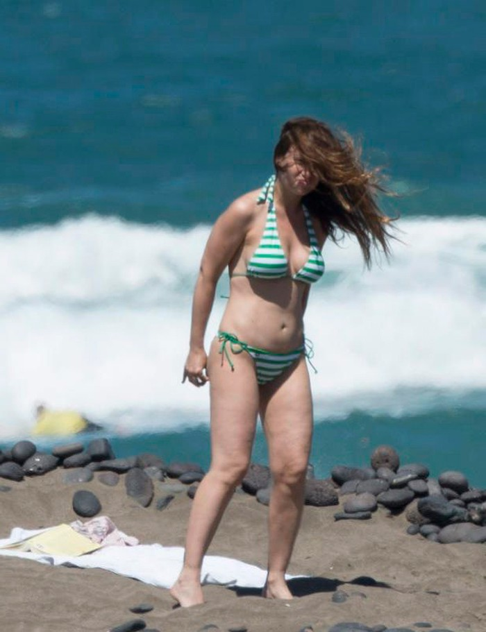 Natalia Verbeke pillada playa