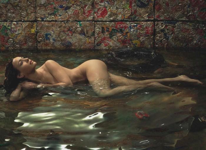 Natalia Verbeke sin ropa para revista