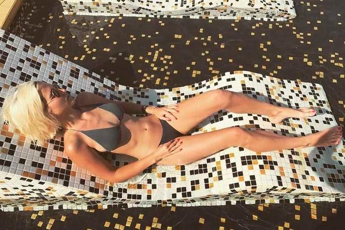 Ana Fernández delgada bikini pequeño