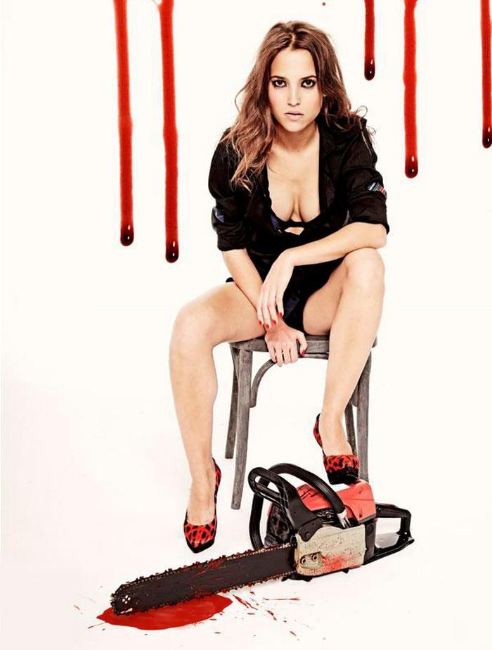 Ana Fernández motosierra sangrienta sexy