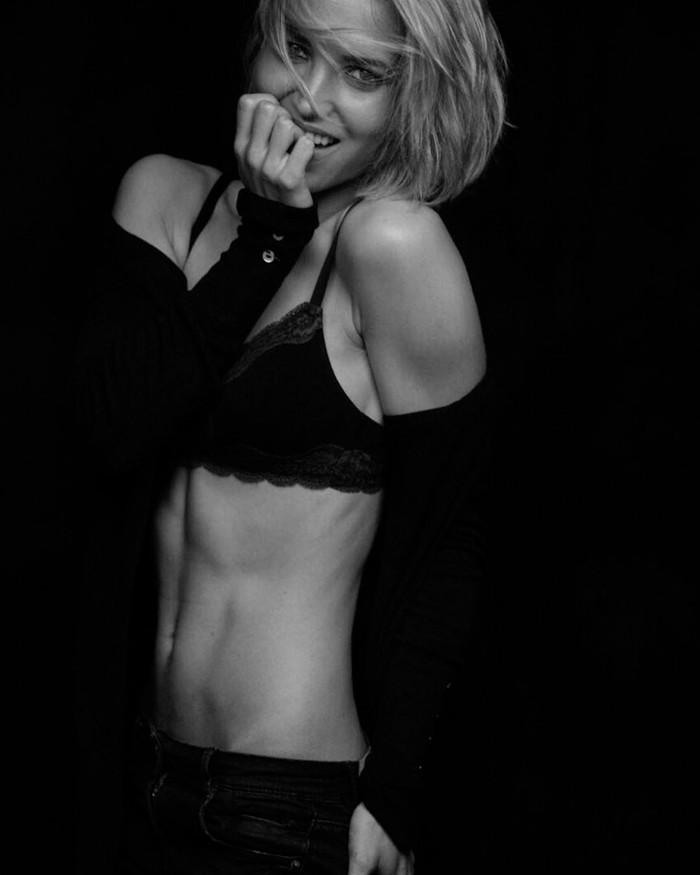 Ana Fernández sesión fotografía lencería negra