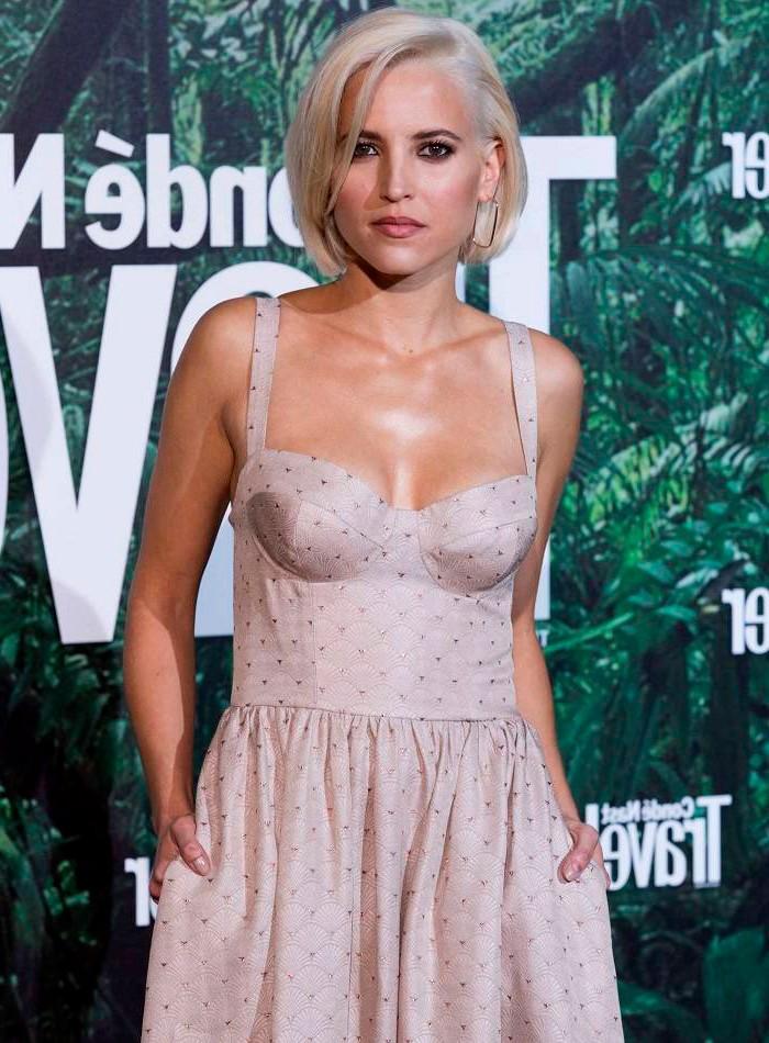 Ana Fernández vestido sexy ceremonia premios