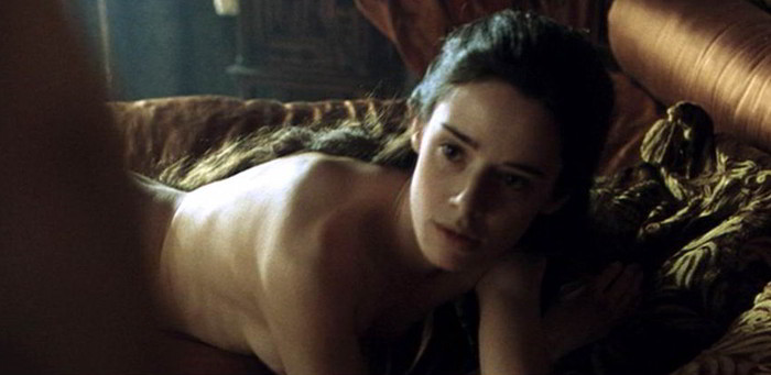 Pilar López de Ayala desnuda