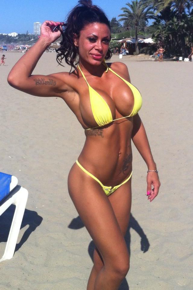 Tatiana Delgado biquini