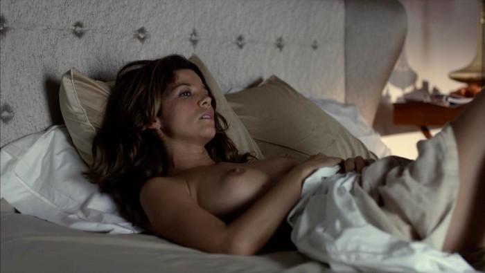 Juana Acosta topless serie Crematoria