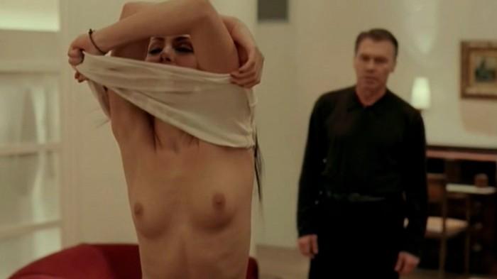 Irene Montalà quita ropa película Fausto 5