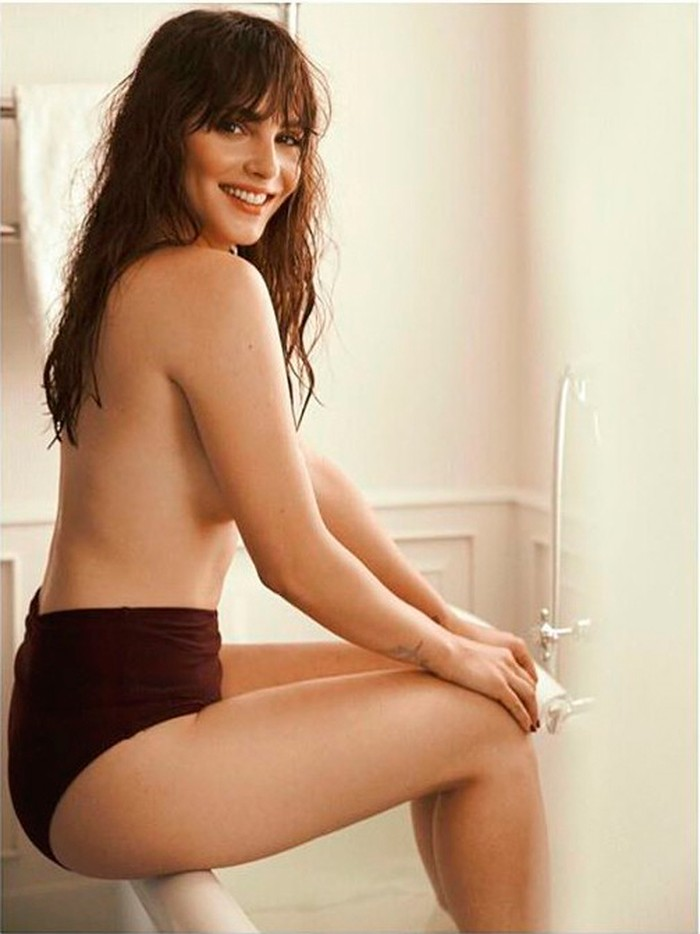 Andrea Duro topless fotos eróticas