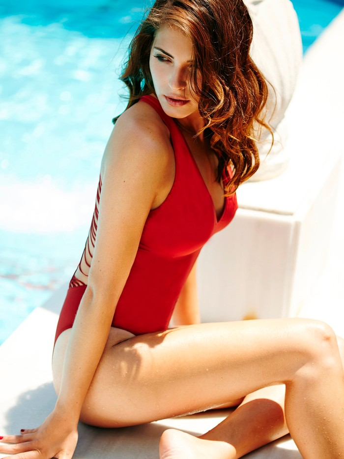 Andrea Duro traje baño rojo