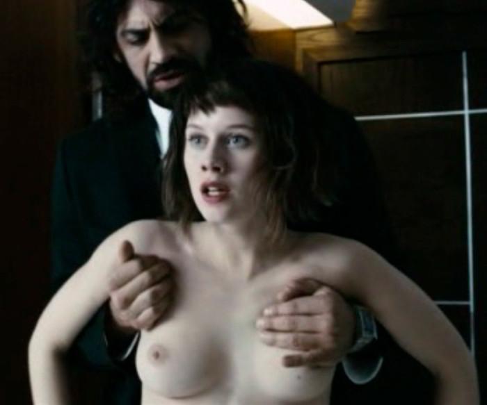 Manuela Vellés desnuda