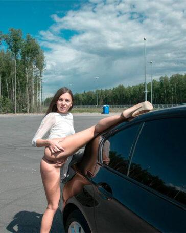 Foxy Di Pillada Haciendo Autostop