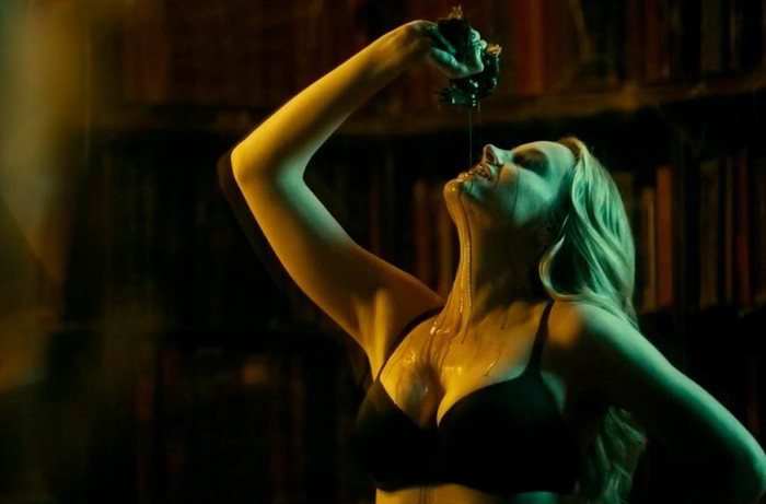 Carolina Bang bruja sexy