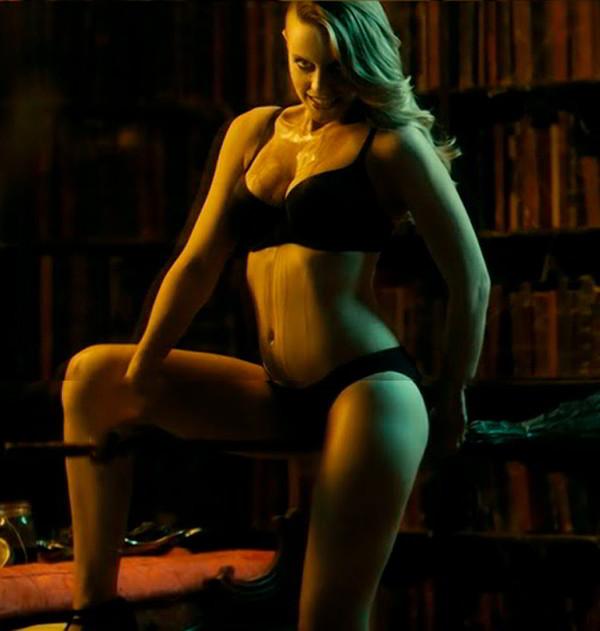 Carolina Bang desnuda