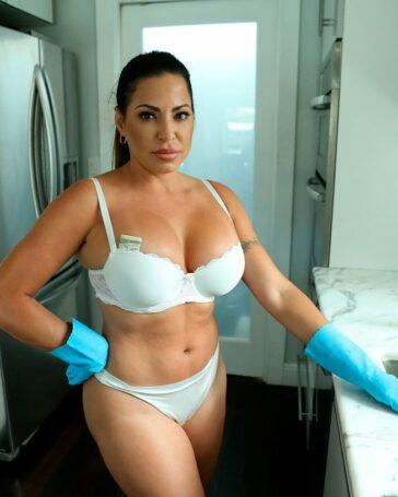 Julianna Vega Sucia Asistenta Pornochacha