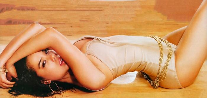 Beatriz Luengo sexy en FHM