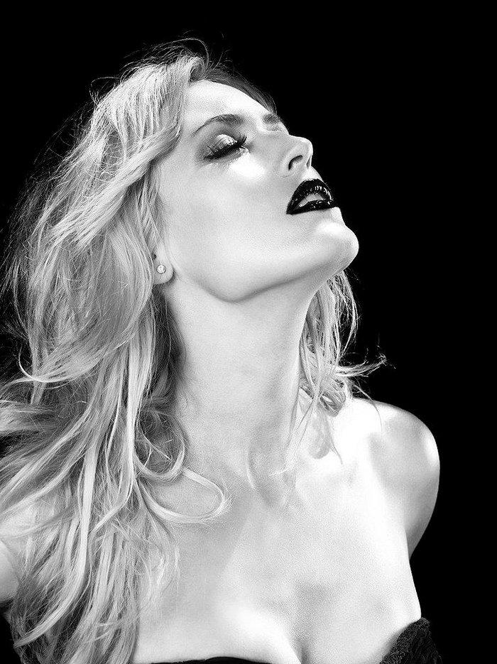 Carolina Cerezuela atractiva cantante