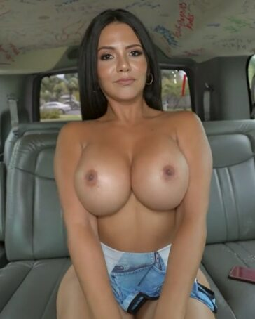 Rose Monroe culo en Bang Bus