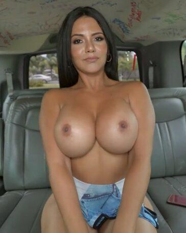 Rose Monroe culo en Bang Bus