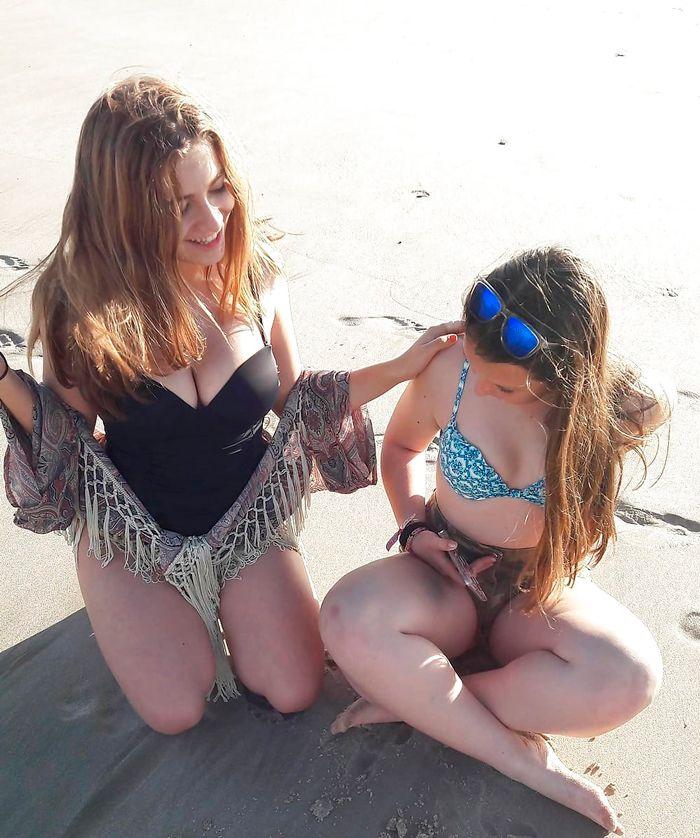 Carlota Boza en la playa