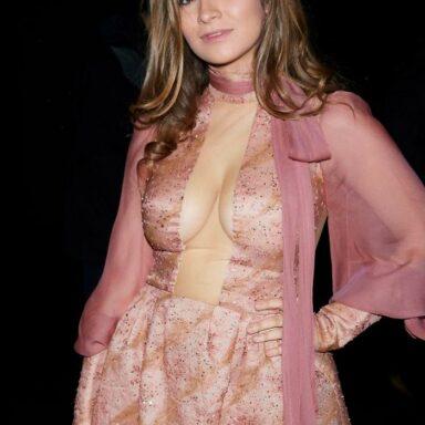 Carlota Boza escote desnuda tetas