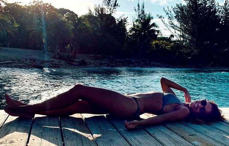 Lara Álvarez Semidesnuda Bikini Presentadora Telecinco Supervivientes 9