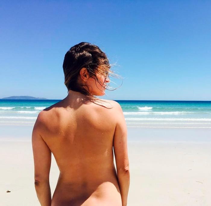 Marta Larralde nudista